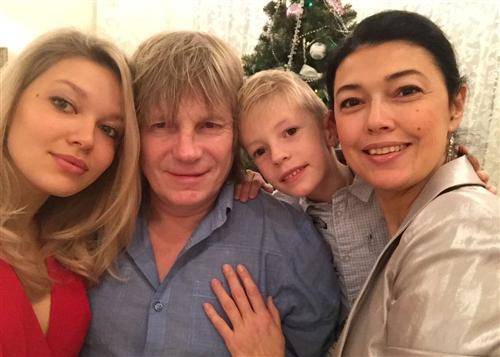 Виктор Салтыков с семьей