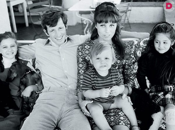 Бельмондо с первой женой и детьми