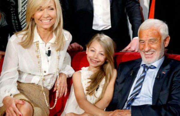 Бельмондо со второй женой и дочкой