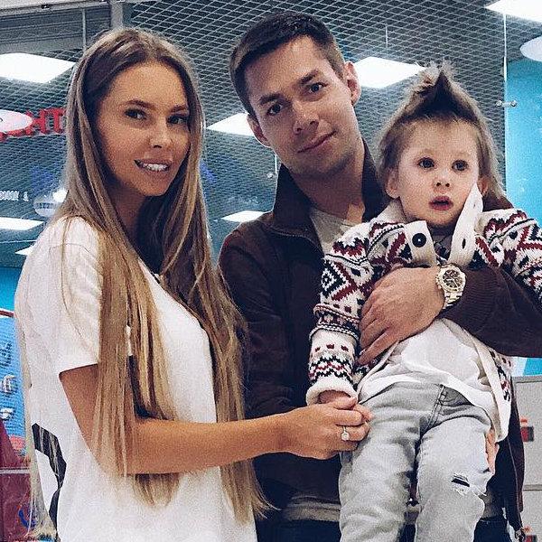 Стас Пьеха с женой и сыном
