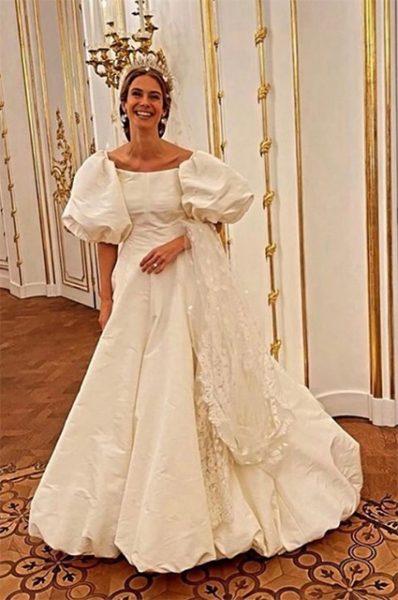 Отдельного внимания заслуживает тиара принцессы. Габсбургская диадема была сделана приблизительно в 1890 году императорским придворным ювелиром Кехертом в Вене