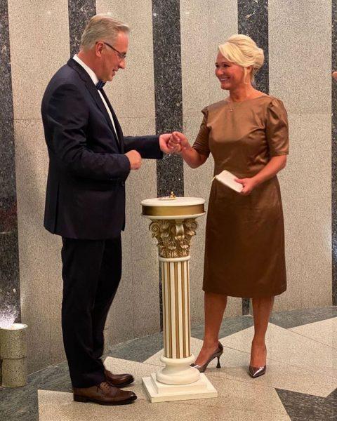 Норкин сегодня женился на очаровательной немолодой блондинке