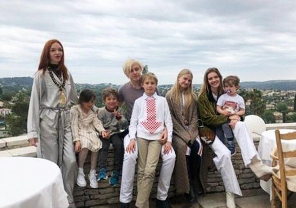 Наталья Водянова очаровала семейными кадрами с мужем и детьми