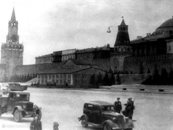 Маскировка мавзолея во время войны. Фото varlamov.ru
