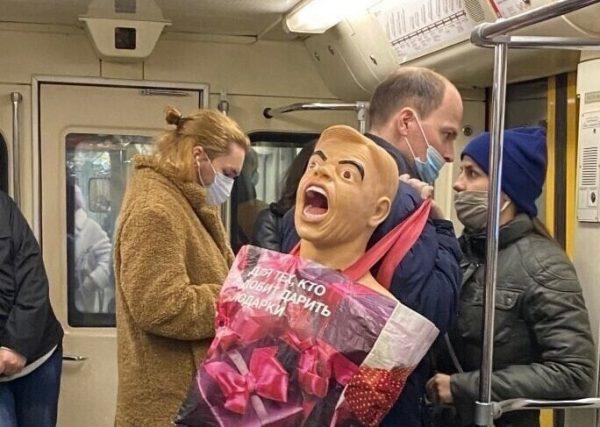 Необычные люди в метро, фото:123ru.net