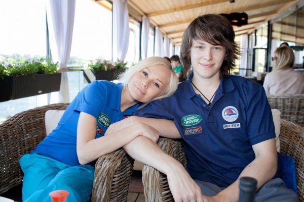 Елена Корикова с сыном. фото:games-of-thrones.ru