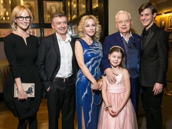 Семья Олега Табакова. Фото: Persona Stars