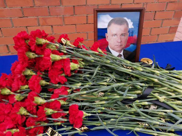 Сотрудники МЧС почтили память Евгения Зиничева
