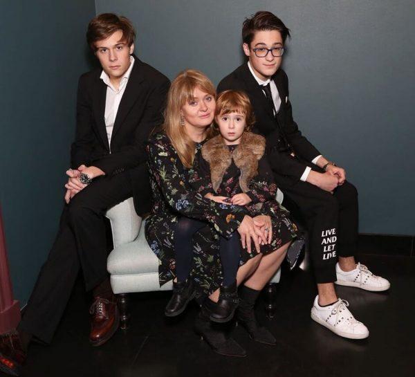 Анна Михалкова с детьми, фото:graziamagazine.ru