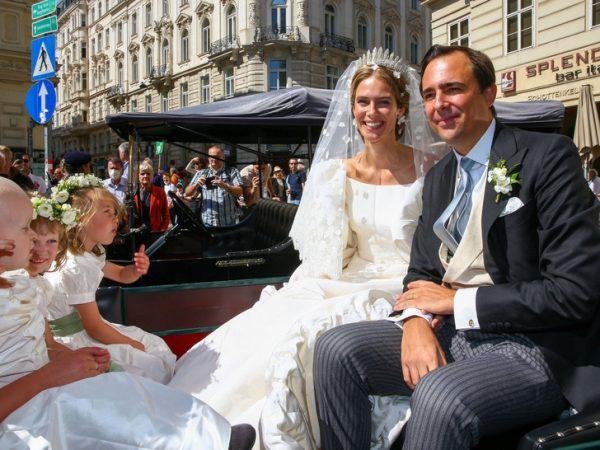 Сказочная невеста выглядела счастливой