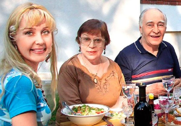 Вячеслав Тихонов с женой Тамарой и дочерью Анной