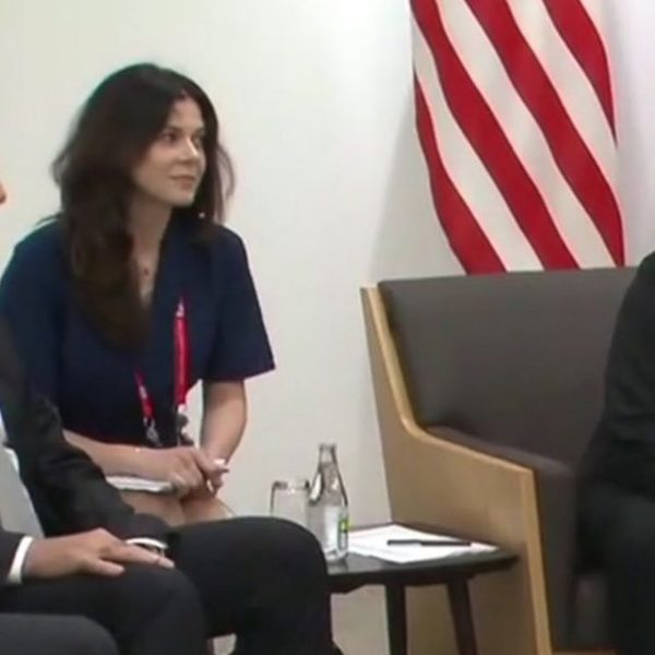 Кудрявое из США: Путин взял с собой красивую переводчицу, чтоб отвлечь Трампа
