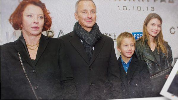 Анастасия Вертинская с сыном, невесткой и внуком