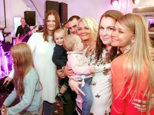 Ирина Бородина с Варварой, Дарьей и Александрой - дочкой Норкина