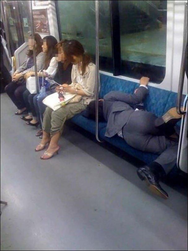 Смешно до слёз: самые «модные» и необычные пассажиры метро