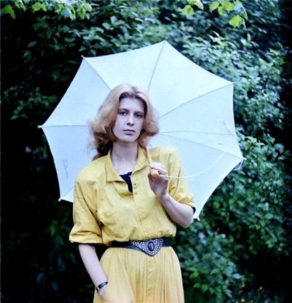 Ирина Метлицкая с зонтом