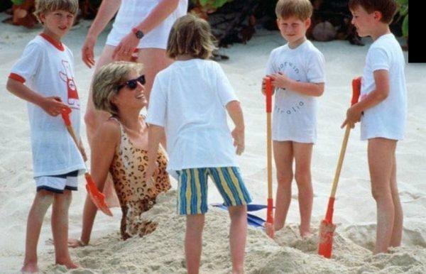 Диана с детьми на пляже. Фото boom.ms