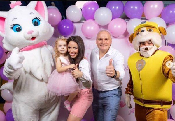 Сергей Сафронов со второй женой Катей и дочкой Алисой. Фото Инстаграм