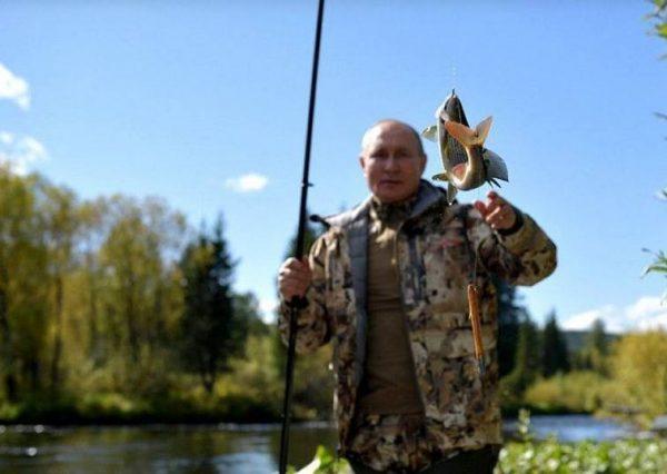 На рыбалке. Фото Пресс-служба Президента РФ
