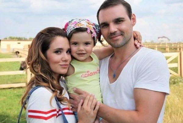 Галина Безрук, Артём Алексеев и дочь Василиса. Фото Инстаграм