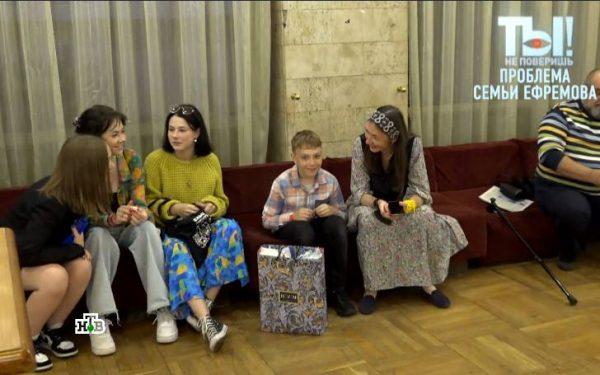 Софья Кругликова с детьми. Скрин НТВ