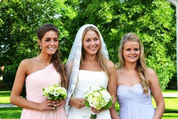 Свадьба Анны-Кристины (в центре), слева ее сестра Теа-Жозефина