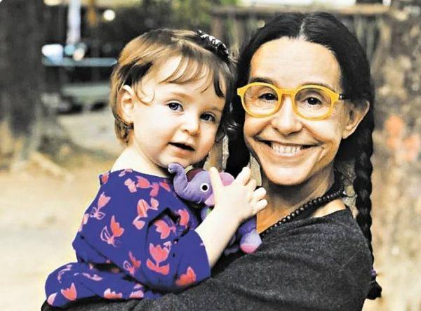 Луселия Сантуш и её внучка Каролина. Фото Инстаграм