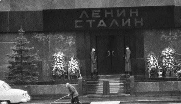 Мавзолей Ленина и Сталина. Фото gazeta.ru