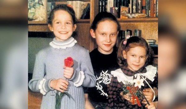 Младшие сёстры Виктории Толстогановой