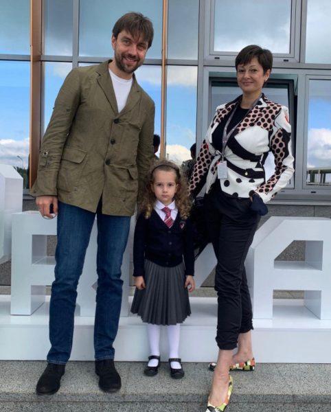 Виктория Талышинская с мужем и дочкой Варварой