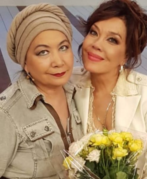 Азиза Мухамедова с сестрой Гульнарой