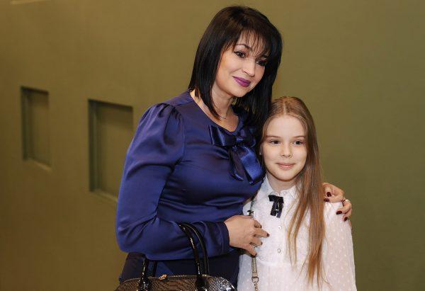 Юлия Абдулова с дочкой Евгенией, фото:udivitelnimir.com