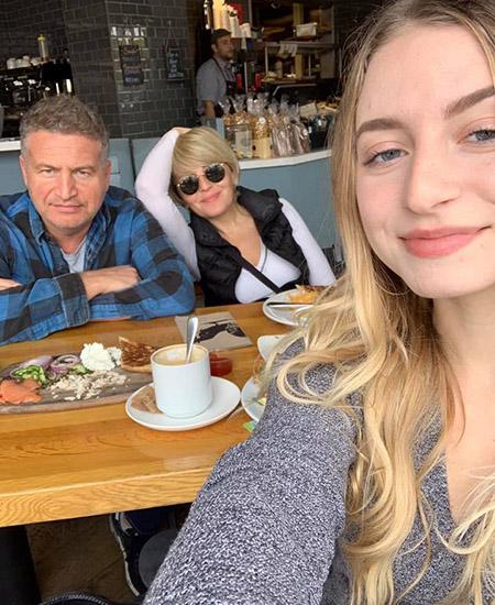 Мама, папа и я - чудесная семья:)