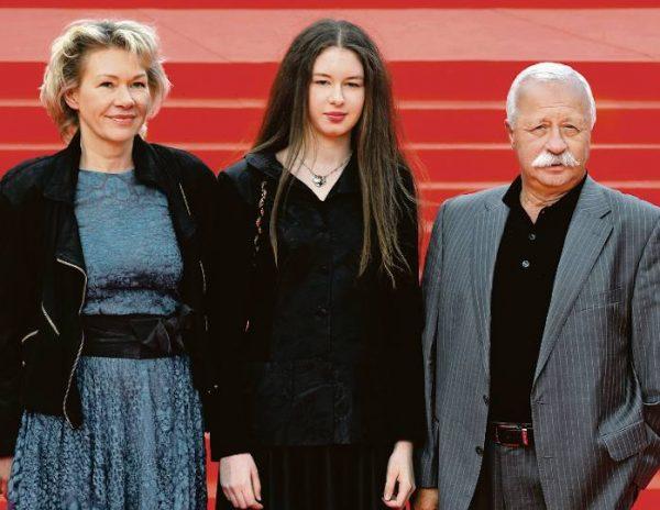 Леонид Якубович с женой и дочкой. Фото 5-tv.ru