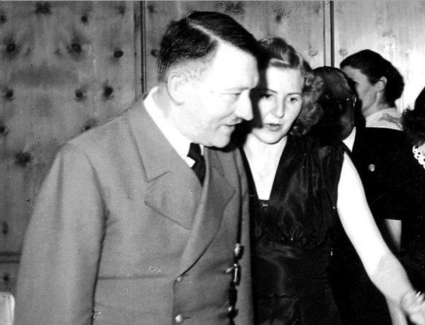 Гитлер и Ева Браун. Фото mk.ru
