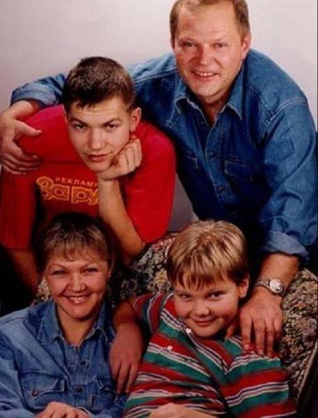 Марина Дюжева и Юрий Гейко с сыновьями