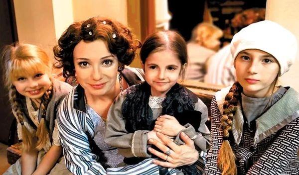 Чулпан Хаматова с дочками. Фото