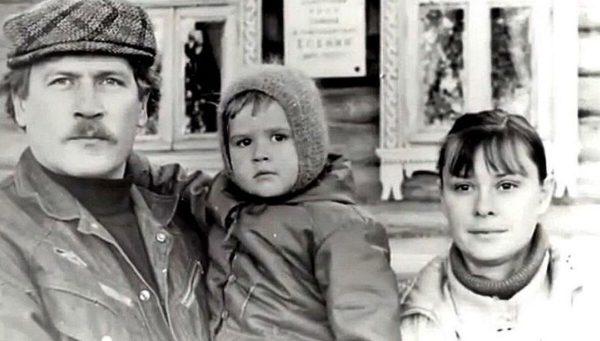 Борис Невзоров и Анастасия Иванова с дочкой
