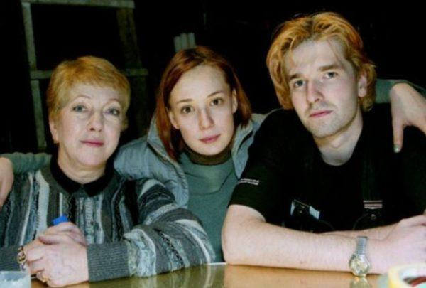 Чулпан Хаматова с первым мужем Иваном и бывшей свекровью актрисой Ольгой Волковой. Фото