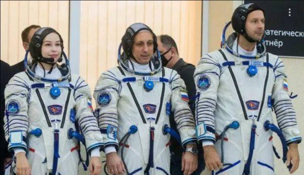 Космонавты на старте: Юлия Пересильд, Антон Шкаплеров, Клим Шипенко