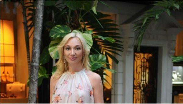 Кристина Орбакайте у своего дома в Майами. Фото из открытого доступа