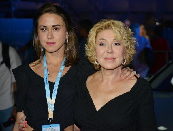 Любовь Успенская с дочерью, фото:muzhyazheny.ru