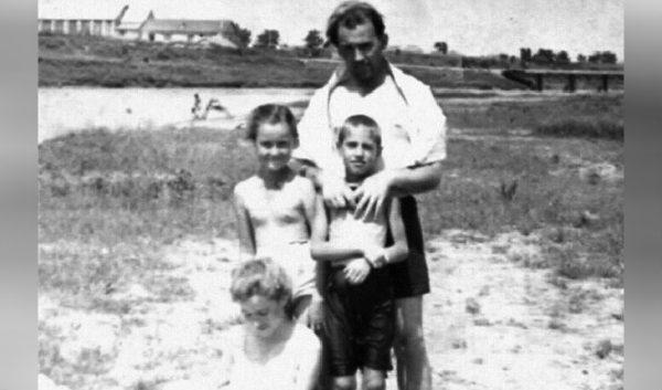 Андрей Разин в детстве с семьей Горбачевых Фото uznayvse.ru