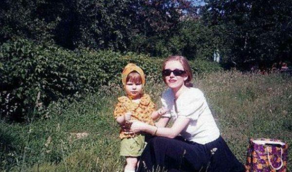 Маленькая Лиза Арзамасова с мамой. Фото uzn